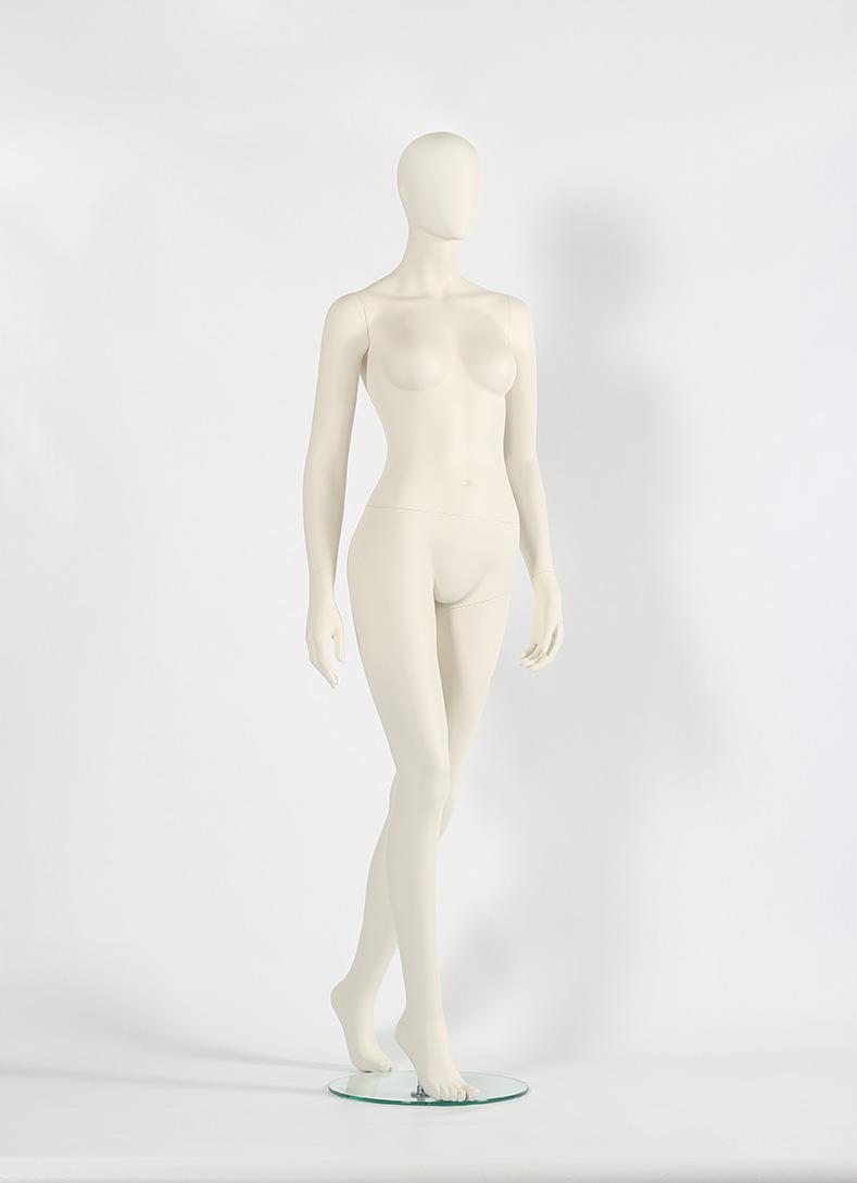 Schaufensterpuppe Frau laufend