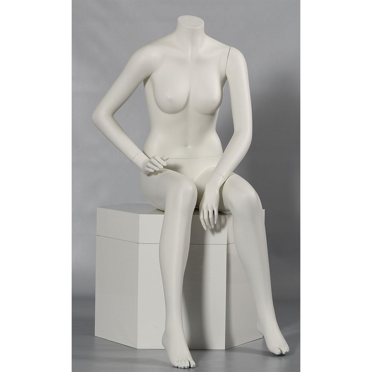 Schaufensterpuppe Frau sitzend